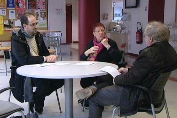 Trois des membres du collectif dijonnais contre le prolongement de l'état d'urgence
