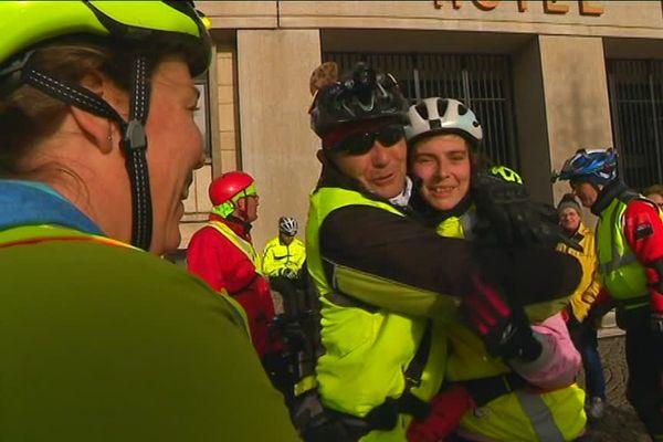 La joie des participants au défi roller pour le Téléthon à leur arrivée au Havre