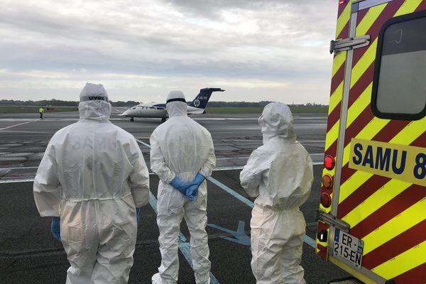 Deux patients Covid sont arrivés en avion à Poitiers