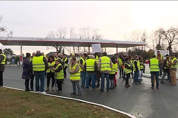 Ce samedi, plusieurs stations essence étaient bloquées par les gilets jaunes dans l'agglomération paloise.