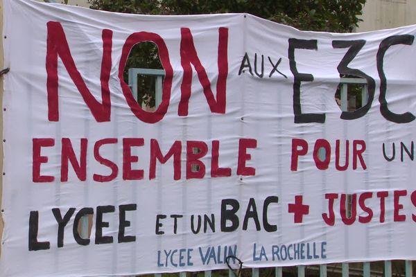 Ce jeudi, des enseignants du lycée Valin de La Rochelle ont organisé une assemblée générale pour faire part de leur indignation.
