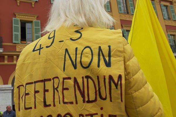 Parmi les manifestants, des gilets jaunes étaient présents.