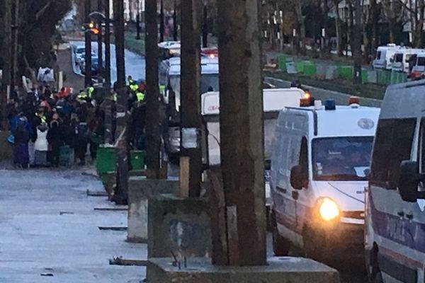 L'évacuation d'un campement illicite, à Paris, Porte des Poissonniers, le 28 novembre 2017.