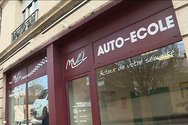 """A Verdun (Meuse), depuis 2017, cette auto-école participe à l'opération """"Des heures de bénévolat contre un permis de conduire presque gratuit""""."""