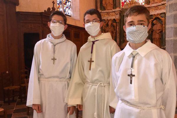 Les masques font désormais partie de la tenue dominicale