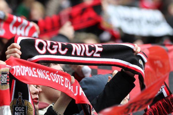 Des supporters de Nice lors d'un match Nice-PSG.