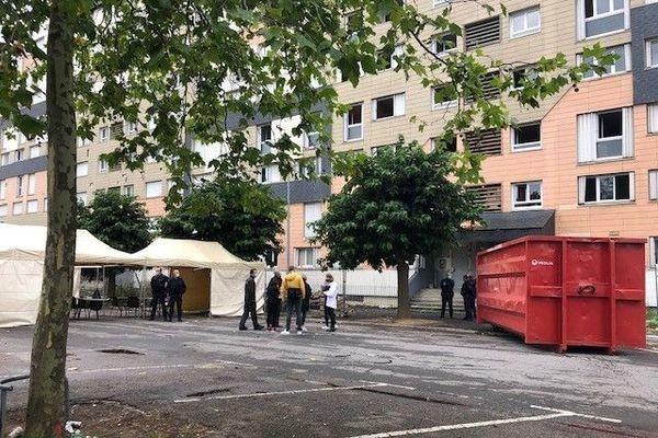 Juste après l'évacuation du squat de la Grâce de Dieu à Caen. Sur les 60 enfants du squat, certains ne retrouveront pas le chemin de l'école