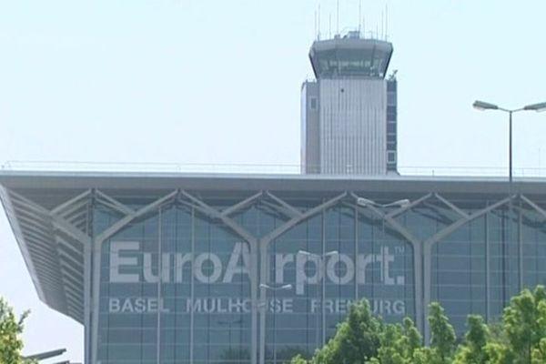L'Euroairport est pour partie en France et pour partie en Suisse.
