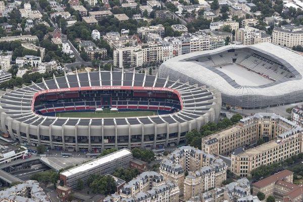 Le Parc des Princes à gauche et le stade Jean-Bouin à droite, dans le XVIe arrondissement de Paris.