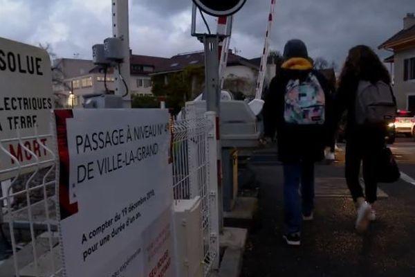 1500 élèves empruntent chaque jour le passage à niveau de Ville-la-Grand.