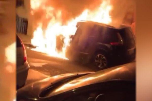 Le véhicule de fonction de Jean-Claude Villemain, maire de Creil, a été incendié devant son domicile dans la nuit du 19 au 20 mai 2020.