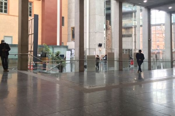 La salle des pas perdus du tribunal de Toulouse.