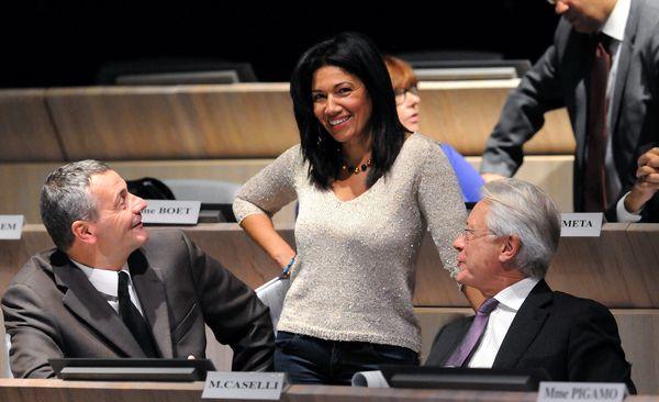 Samia Ghali au conseil municipal de Marseille en 2013. Avec Christophe Masse et Eugène Caselli.