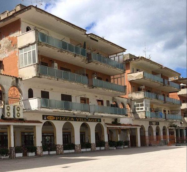Des bâtiments d'une station balnéaire de Castel Volturno confisqués à la Camorra.