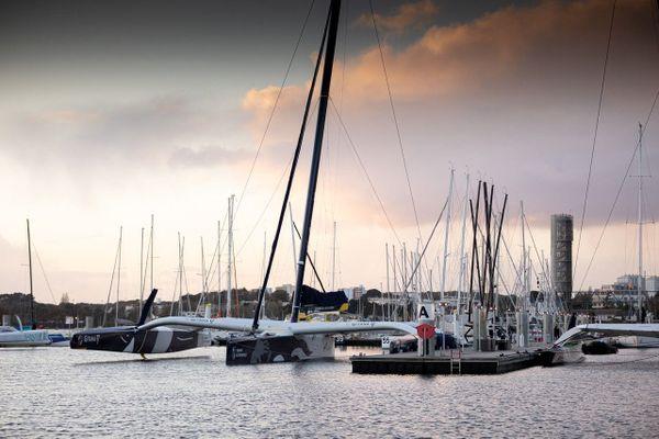 Le Gitana à quai à Lorient, avant de prendre le départ pour le Trophée Jules Verne