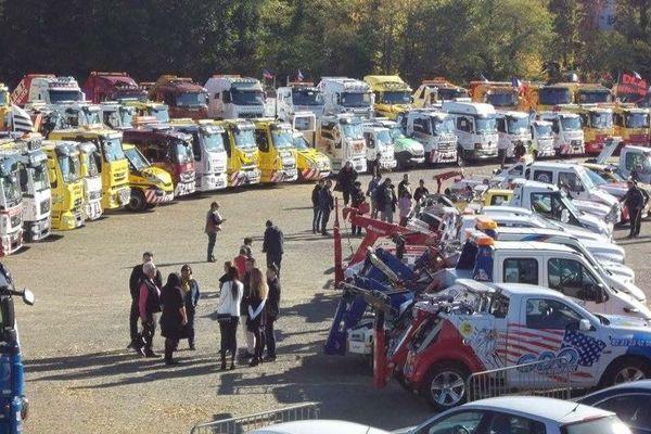 L'un des derniers rassemblements de camions-remorqueurs organisés par Fiers d'être dépanneurs, à Poitiers.