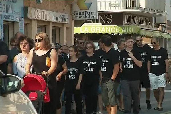 Une centaine de manifestants ont défilé à Valras-Plage avant d'occuper la mairie héraultaise.