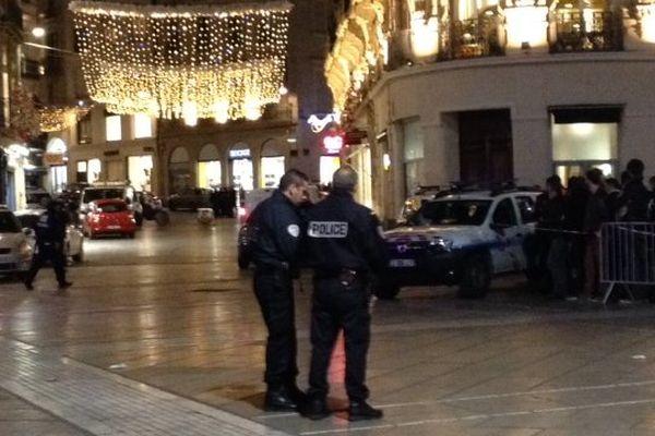 Montpellier - les forces de police bouclent le centre-ville à hauteur de la rue de la Loge - 9 janvier 2015.