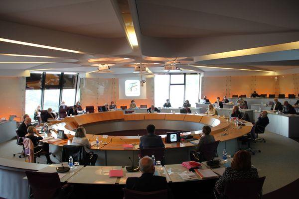 Une session du conseil départemental du Tarn-et-Garonne, le 21 avril 2021.