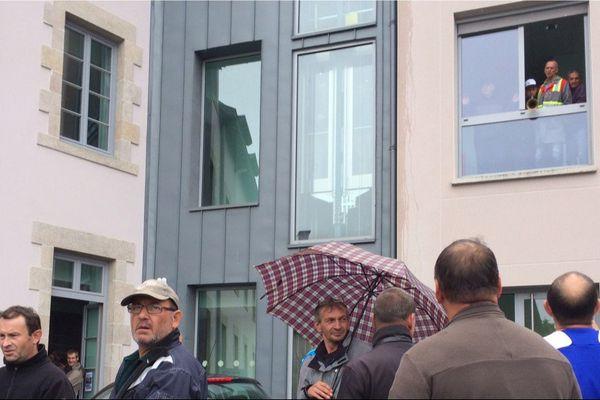 Cet après-midi ( 30 juin 2017) une centaine de salariés de GM&S occupe les locaux de l'agence Pôle Emploi de La Souterraine en Creuse. Une action symbolique conduite après l'annonce du tribunal de commerce de Poitiers.