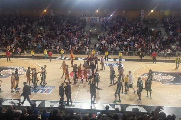 L'Orléans Loiret Basket s'est imposé 91-85 au terme de la 30ème journée de Pro A face au CSP Limoges, l'actuel tenant du titre du championnat.