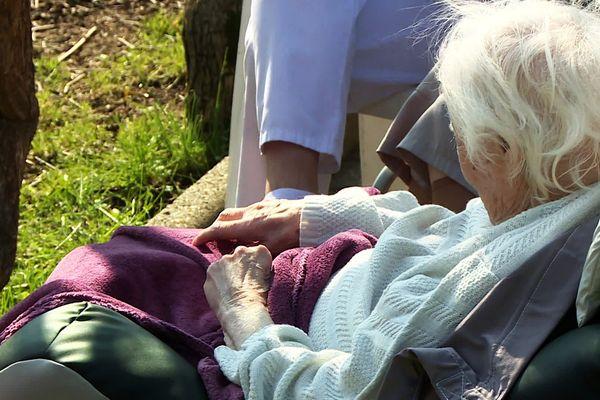 La vaccination permet aux résidents des  Ehpad de retrouver un rythme de vie un peu moins confiné