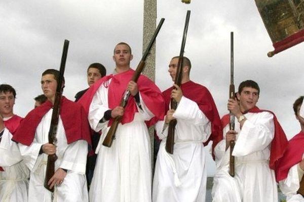 Salves traditionnelles à Cargèse à l'occasion des Pâques orthodoxes