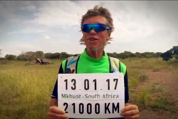 Serge Girard en Afrique du Sud après 21 000 kilomètres de course à travers le monde...