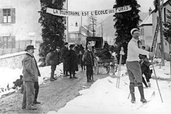 """""""La Montagne est l'école des forts"""" une photographie prise à Monestier de Clermont dans le Triève en 1910"""
