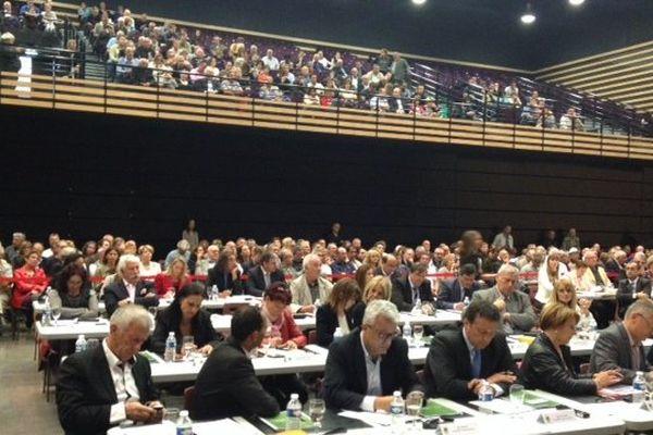 Le vote avait lieu dans une salle de spectacle zinga zanga.