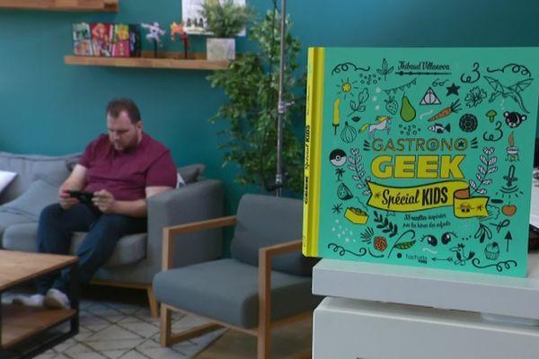 Cuisinier sur Youtube, Gastronogeek est également l'auteur de nombreux ouvrages.