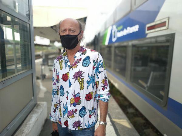 Archiviste à la mairie de Douai, Fabrice Blassel est plutôt satisfait de la qualité des transports, même s'il regrette une baisse de fréquence des trains le matin sur sa ligne.