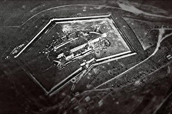 Le fort de Douaumont. Vue aérienne.