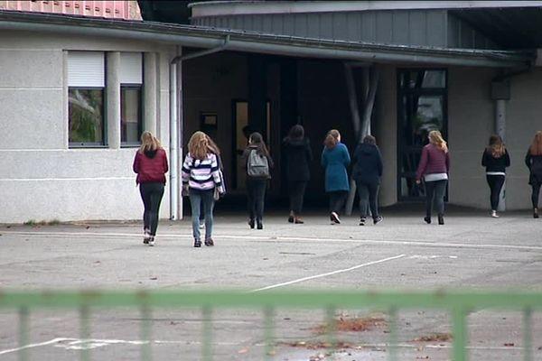 Depuis deux mois, les élèves du lycée Napoléon de l'Aigle n'ont plus de professeur de technologie, la matière fondamentale en classe de 1ère STI2D