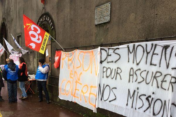 Manifestation devant la maison d'arrêt de Limoges ce mardi 16 janvier.