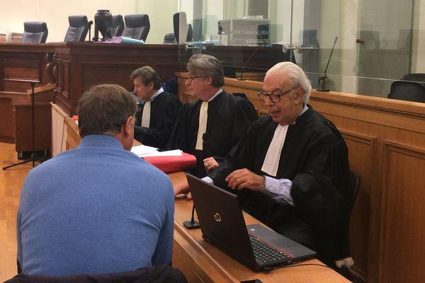 Alain Laprie comparait libre. A ses côtés ses avocats : au premier plan Maître Ducos-Ader.