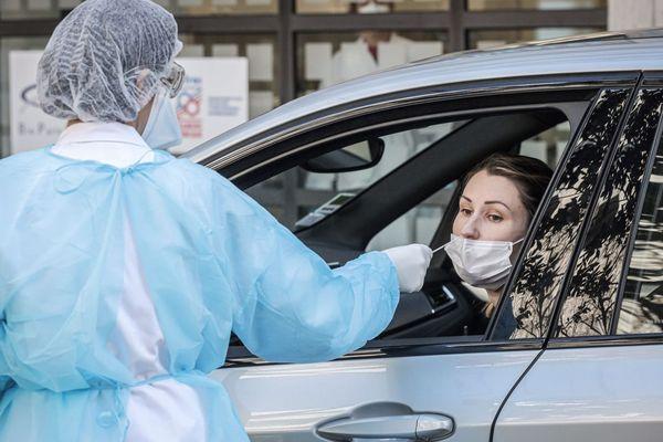 Test covid 19 : prélèvement auprès des professionnels de santé dans leurs véhicules