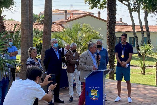 Trévor Clévenot reçoit la médaille de la ville de Royan