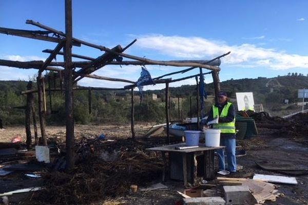 Les baraquements en bois du barrage de Dions ont été incendiés ce mercredi après-midi