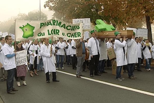 Les pharmaciens manifestent dans de nombreuses villes de France, comme ici à Blois.