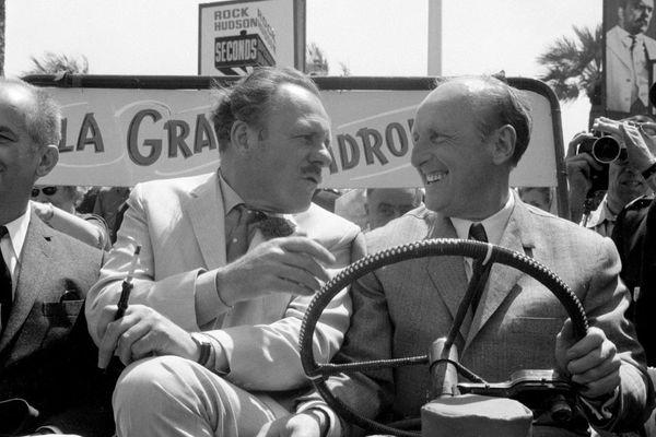 """Les vedettes de """"La Grande Vadrouille"""" Louis de Funès , Terry Thomas  et Bourvil , arrivent au Palais du Festival à bord d'une jeep, le 10 mai 1966 à Cannes. Des scènes de ce film culte ont été tournées dans le Cantal."""