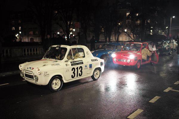 Trois Vespa 400 de 1960 participent à la 22e édition du rallye Monte-Carlo Historique.