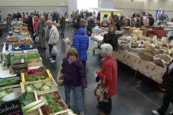Ce samedi, les Mendois ont pu profiter pour la première fois d'un marché couvert - 7 novembre 2015