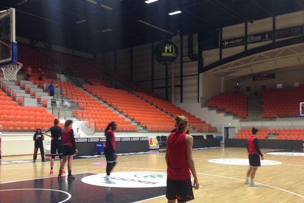 Les filles du Tango Bourges Basket ont peaufiné les derniers réglages ce mercredi matin sur le parquet.