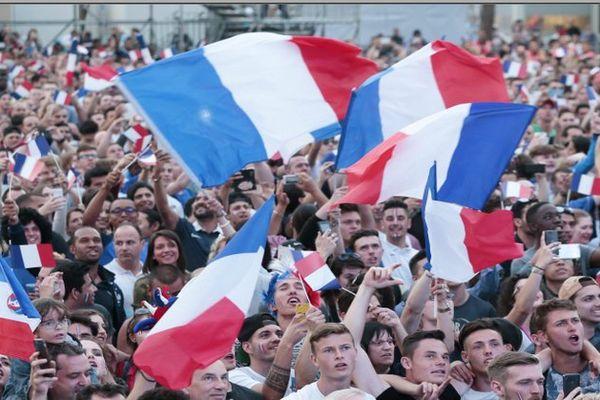6000 personnes ont encouragé l'équipe de France dans la fanzone à Nice.