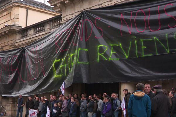 La banderole déployée sur la façade de la préfecture de Côte-d'Or ce mardi 22 octobre.