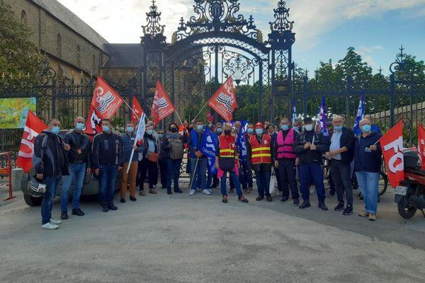 Les agents territoriaux bloquent toute la journée de samedi les 9 entrées du parc du Thabor de Rennes.