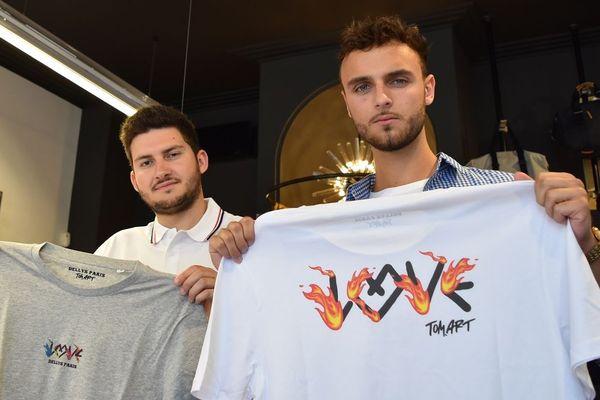Julien Noblet, fondateur de la marque Dellys Paris et Baptiste Hertault, business développeur, sont venus livrer leurs fournitures au magasin La Cour des Hommes à Metz.