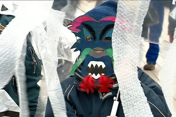 Les petits et les grands ont défilé déguisés en monstres aquatiques dans les rues de Poitiers.