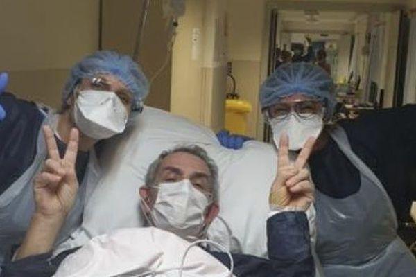 Georges Betti à sa sortie du service réanimation de l'hôpital d'Ajaccio le 31 mars.